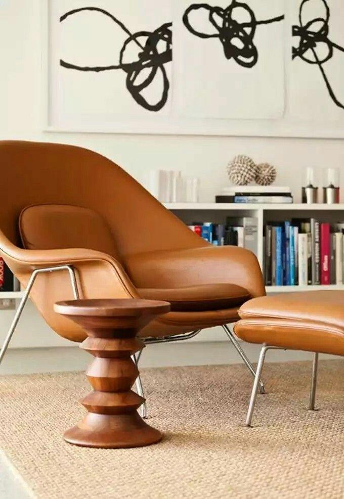 """Кресло «Womb»  Дизайнер: Eero Saarinen  Производитель: Knoll  Дизайнер Ээро Сааринен создал уютное кресло Worb (в переводе """"утроба"""") в 1946 г. Цельная форма из стеклопластика, дополненная слоем мебельной пены и тканевой либо кожаной обивкой, повторяет изгибы человеческого тела в расслабленном состоянии."""