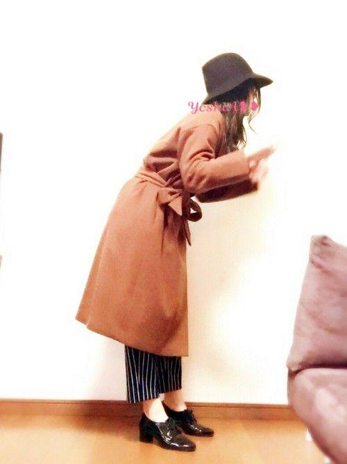 茶色のガウンコート♪♪ 鏡で髪の毛直してるオフショットなんだけど、 なんか面白いからこっちメインで載