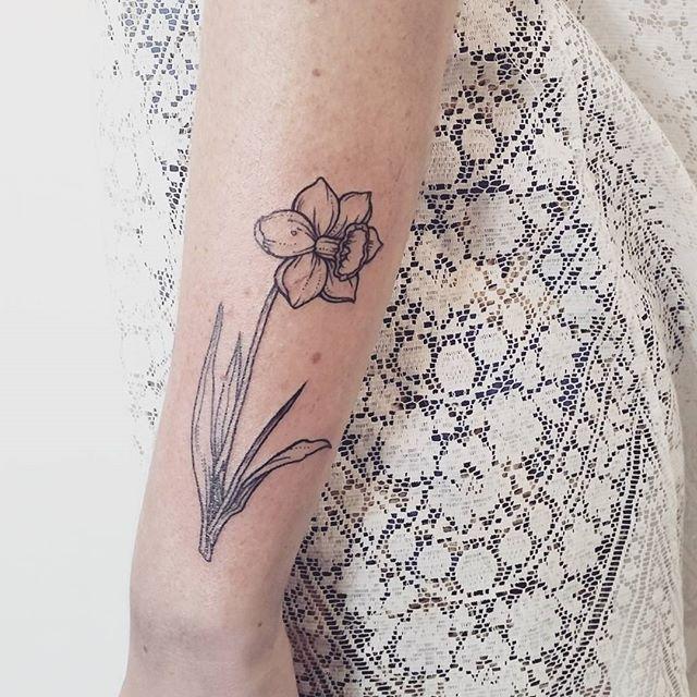 Pin for Later: Laissez le Printemps Influencer Votre Prochain Tatouage