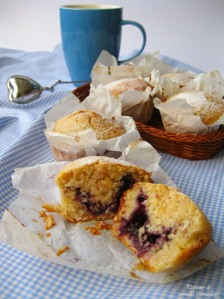 Blueberry muffins made without eggs and butter (recipe is in Italian, so will need to be translated)