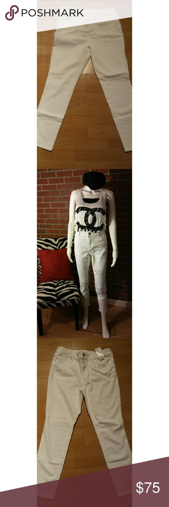🆕Jeggings Pants💎 New Price💎 Chico's White Platinum Jeggings DETAILS: NWT SIZE: 0.5 Which is 6P- See Chart FABRIC: 61% Cotton 29% Rayon 8% Polyester 2% Spandex Chico's Pants