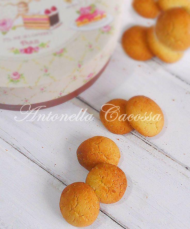 """""""Mi piace"""": 16, commenti: 1 - dolcipassioni (@30dolcipassioni) su Instagram: """"Biscotti al miele di castagno la ricetta sul mio blog www.pezzettiello.blogspot.com @rigonidiasiago…"""""""