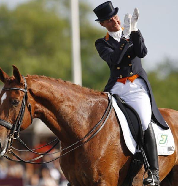Durant les qualifications des épreuves de dressage aux JO de Rio, Adelinde Cornellisen a interrompu sa reprise car son cheval tirait anormalement sa langue… Elle a décidé d'abandonn...
