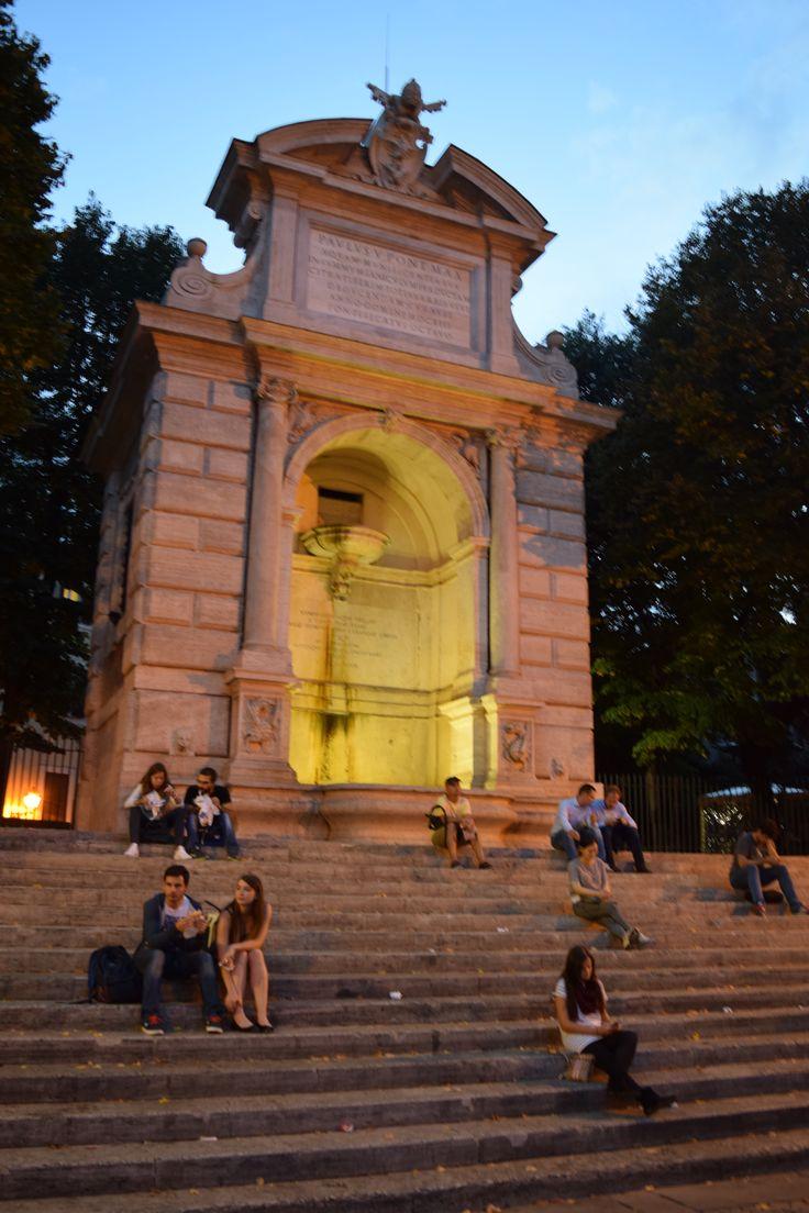 Piazza Trilussa at dusk. Shutter Priority mode.