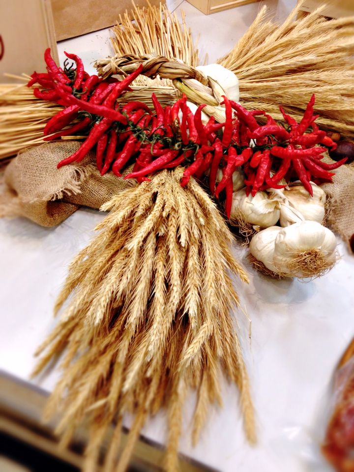 Il gusto di coltivare e conservare.  #DiscoverSudrise #gamberorosso #basilicata #italianfood #peperoncinopiccante #expo2015milano #food #Eat #spicy #red #rosso #instaGZ #instafood #official _italian_food #foodpics #foodmarket #meridione #suditalia #igers #foodexp #italianeats #