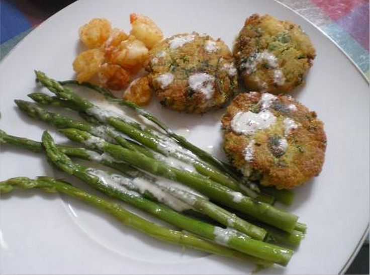 Revithokeftedes me Garides are Chickpea Patties with Shrimps.  During Greek Orthodox fasting period seafood is allowed to be eaten, so I decided to incorporate some shrimps in the patties. / Οι Ρεβιθοκεφτέδες με Γαρίδες είναι μια υπέροχη συνταγή που έφτιαξα τη Σαρακοστή για τη νηστεία, εμπνευσμένη από την εκπομπή του Ηλία Μαμαλάκη. http://www.kopiaste.info/?p=1046