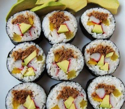 김밥 Tuna Kimbap (Rice, meat, and vegetables rolled up into seaweed and cut into bite-sized pieces)