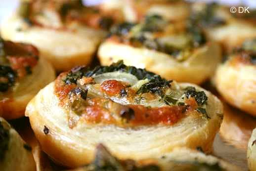 Spinach cheese swirls, could see this done with refridgerated dough in a can. Fast Easy!!