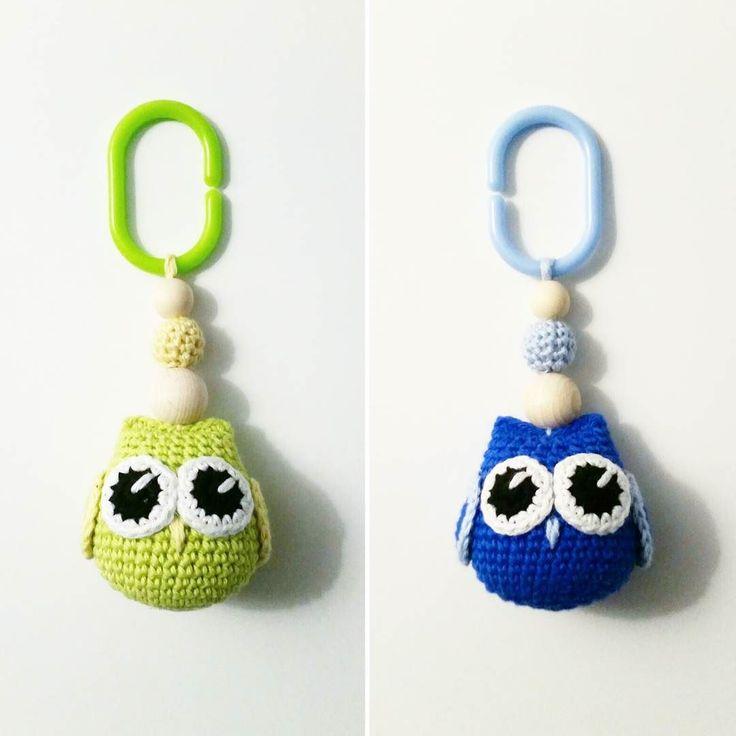 mariavirkar Små ugglehängen.  #virka #crochet #virkat #crocheting #crochetersofinstagram #crochetersanonymous #färgglatt #color #garn #yarn #barnmobil #barn #virkattillbaby #virkattillbarn #virkarpåbeställning #ugglemobil #uggla #owl #owls #barnvagnsmobil #vagnmobil #vagn #vagnhänge #gravid #gravidabf2016 #gravidbf2016 #gravidbf2017 #gravidabf2017