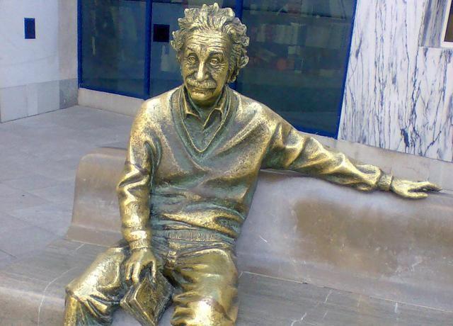 35 grandes frases de Albert Einstein 25