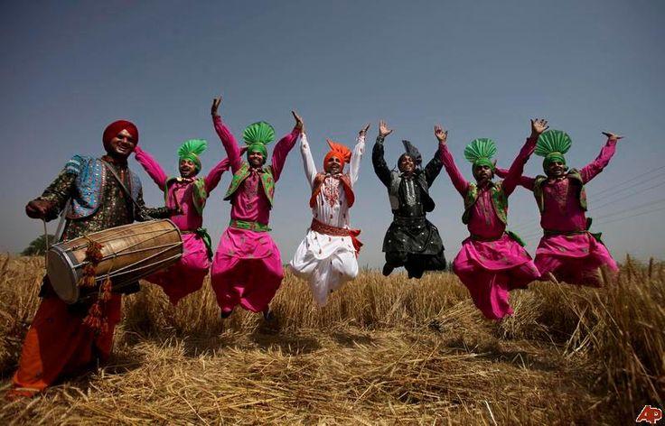 india-baisakhi-festival http://punjabipunjab.com/2013/01/baisakhi-festival-images/india-baisakhi-festival-2010-4-12-5-52-8/   https://www.facebook.com/indialinkbrasil/photos/a.362945580392927.83633.139735496047271/567022603318556/?type=1