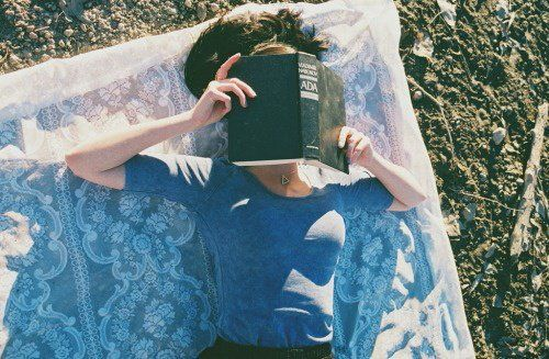 libros de locura chica leyendo