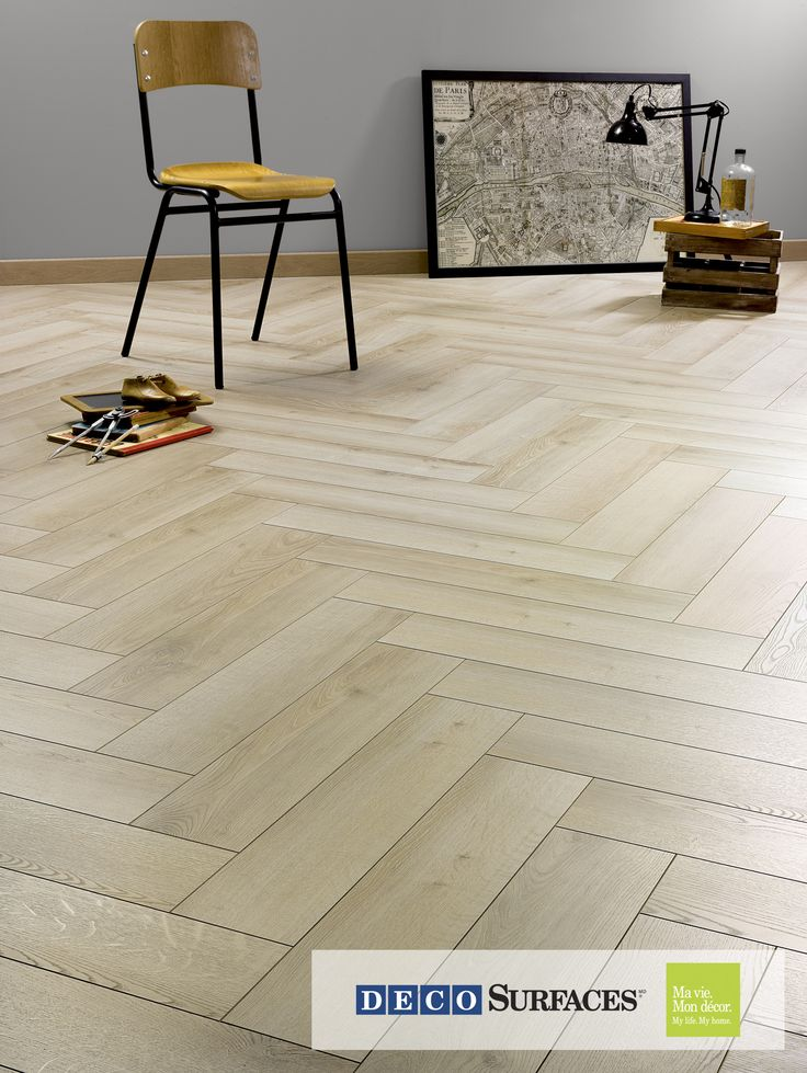 En 2017, les planchers en chevron sont très tendance. Vous tomberez en amour avec celui-ci ! --- In 2017, chevron patterned floors will be very trendy. You will surely fall in love with this one.