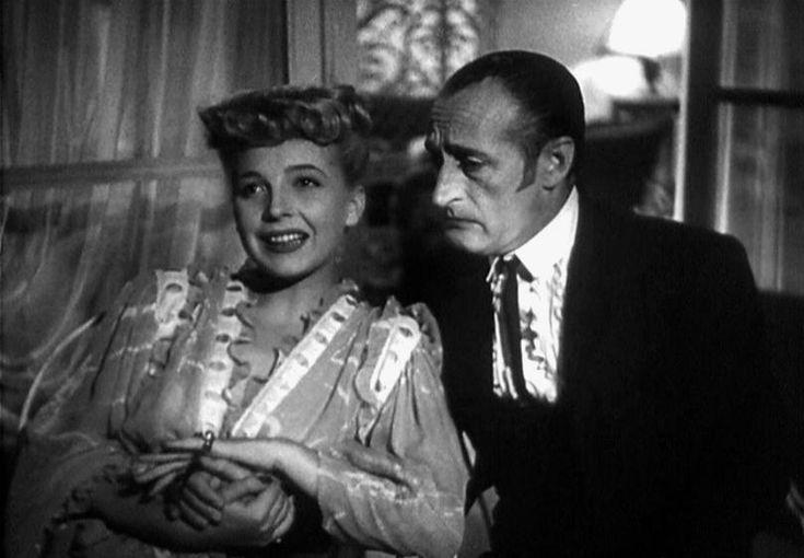 """Isa Barzizza and Totò (Antonio De Curtis) in Mario Mattoli's comedy """"Fifa e arena"""" (Italian title: """"Fright and Sand"""", 1948)."""