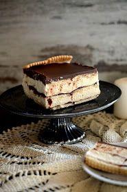Szybkie ciasto dla miłośników chałwy. Takich na prawdę miłośników-miłośników. Do ciasta wykorzystamy 200g chałwy na małą keksóweczkę ;) Ale...