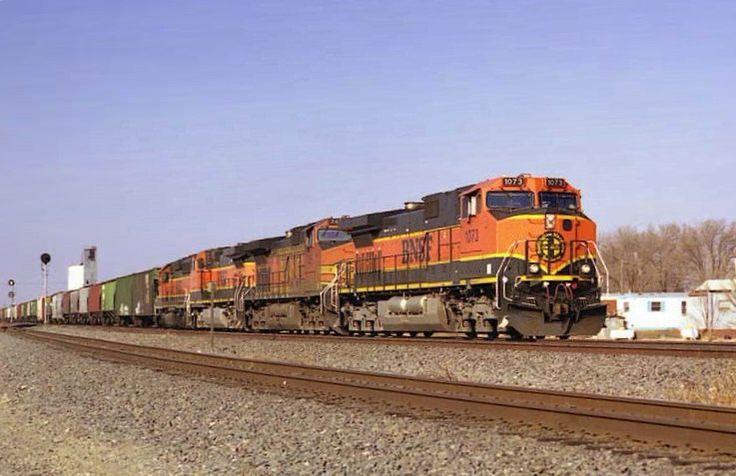 https://flic.kr/p/MK4E1D | BNSF C44-9W 1073 | BNSF Eastbound Grain Train passes through Texico, NM