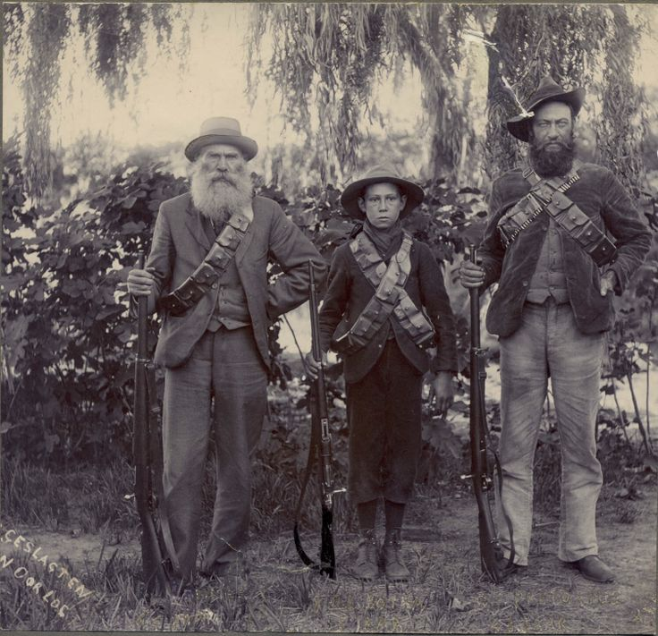 "Description reads, ""geslagten n oorlog"". Probably 3 generations of the same family who participated in the war, the youngest a ""penkop"" , with his father and grandfather."