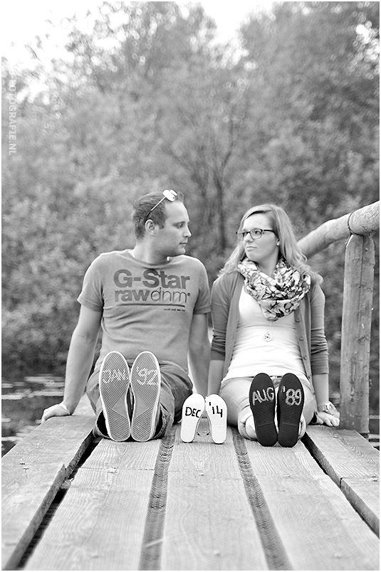 Origineel idee om kenbaar te maken dat je in verwachting bent! www.femke-fotografie.nl  Photo idea of making an announcement pregnancy!