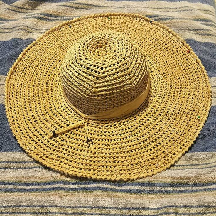 Hometown Honey Sunhat - free crochet pattern and video at YARNutopia By Nadia Fuad. Raffia Hat.