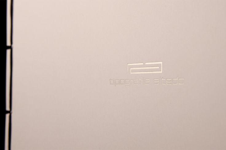Particolare: Logo