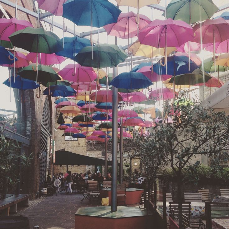 Techo de sombrillas de colores #Vinòpolis #boroughmarket #london