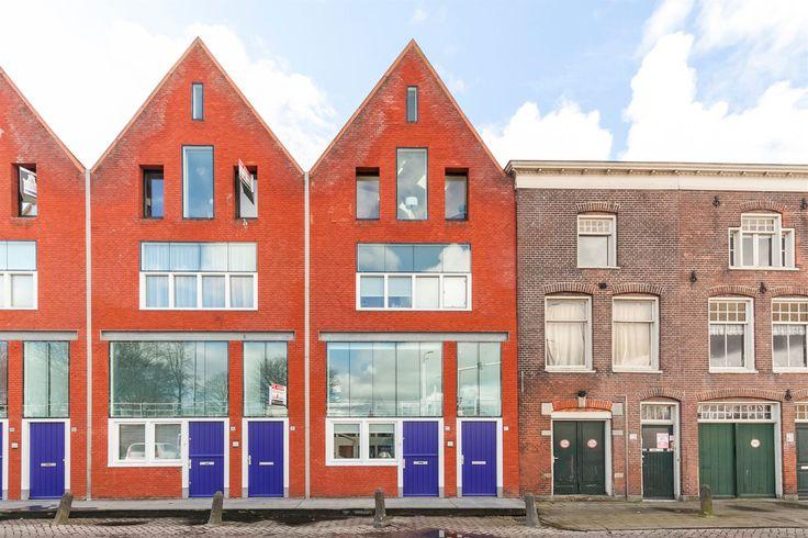 Te koop: Wageweg 77 in Alkmaar. Speelse splitlevel maisonnette gelegen in het centrum van Alkmaar, maar toch op een rustige locatie. De benedenwoning is goed onderhouden en heerlijk licht door de vele ramen.