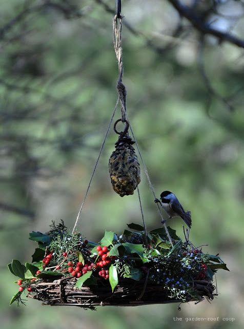 the garden-roof coop: DIY Winter Wreath Bird-Feeder