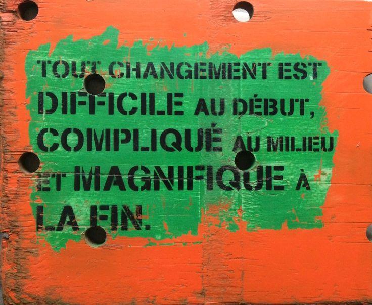Tout changement est difficile au début,compliqué au milieu et magnifique à la fin.citation sur pont de bateau format 50x42 cm