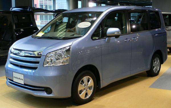 sewa rental mobil di Jakarta Depok Bogor Tangerang: Harga Mobil Toyota Noah Gak Sampai Rp400 Juta?