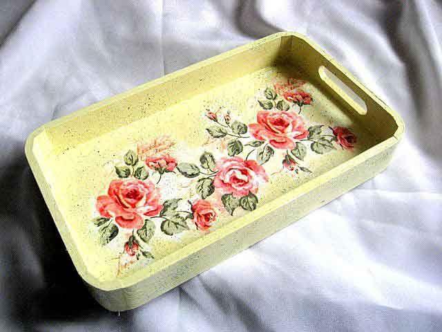 #Tava cu #trandafiri #rosii pe #fundal #galben, tava de #lemn pentru #servit #masa. Un #produs #lucrat #manual pentru #casa / #bucatarie. Are un model de trandafiri rosii pe un fundal galben si #alb. #Culori produs: #rosu, verde, galben si alb. http://handmade.luxdesign28.ro/produs/tava-cu-trandafiri-rosii-pe-fundal-galben-tava-de-lemn-pentru-servit-masa-29633/