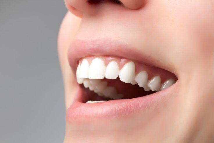Des chercheurs expilquent avoir découvert un composant dans les pépins de ce fruit qui ralentirait le déchaussement dentaire et rendrait les dents plus fortes.