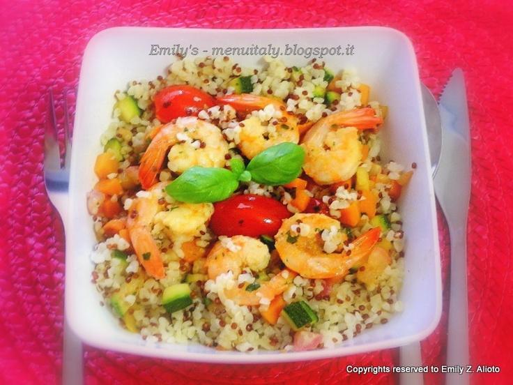 Insalata bulgur e quinoa con mazzancolle in guazzetto - piatto unico di cereali, verdure e pesce