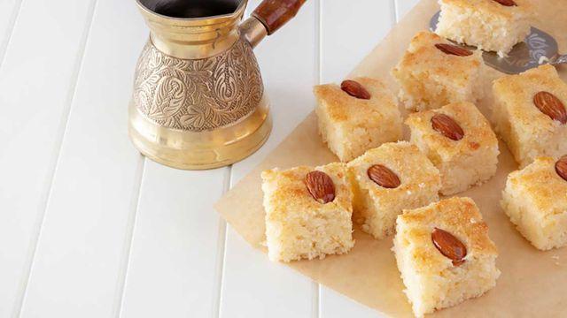طريقة عمل البسبوسة الطرية بالزبادي Recipe Krispie Treats Food Desserts