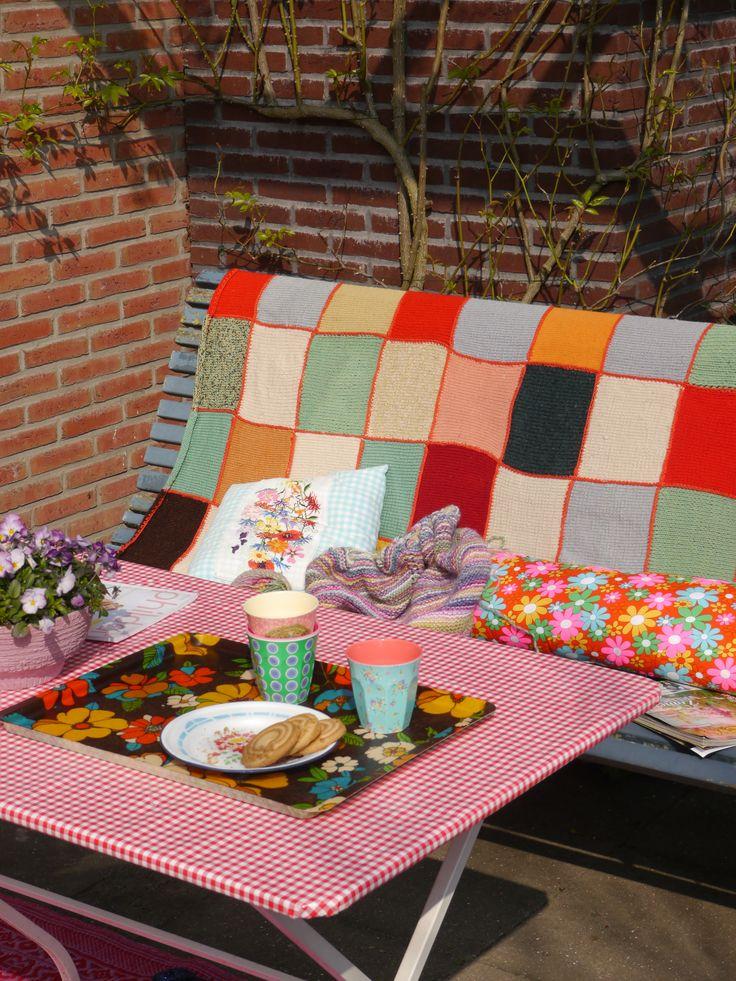 Cosy corner in the backyard - www.bonthuishouden.nl