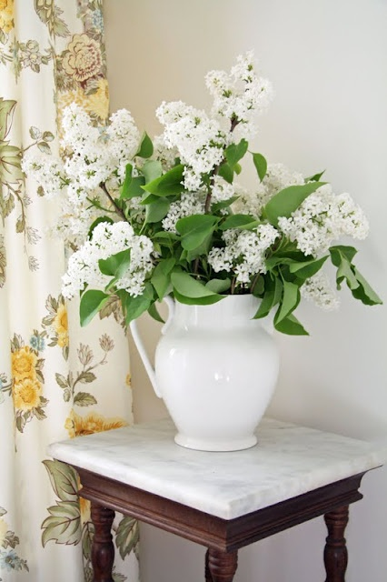 White Lilacs. Can't wait.  Mine are purple, though.: Downstairs Bathroom, Decor Ideas, Decorating Ideas, Flower Arrangements, Country Farmhouse, Things, Arranging Ideas, Lilacs, Floral
