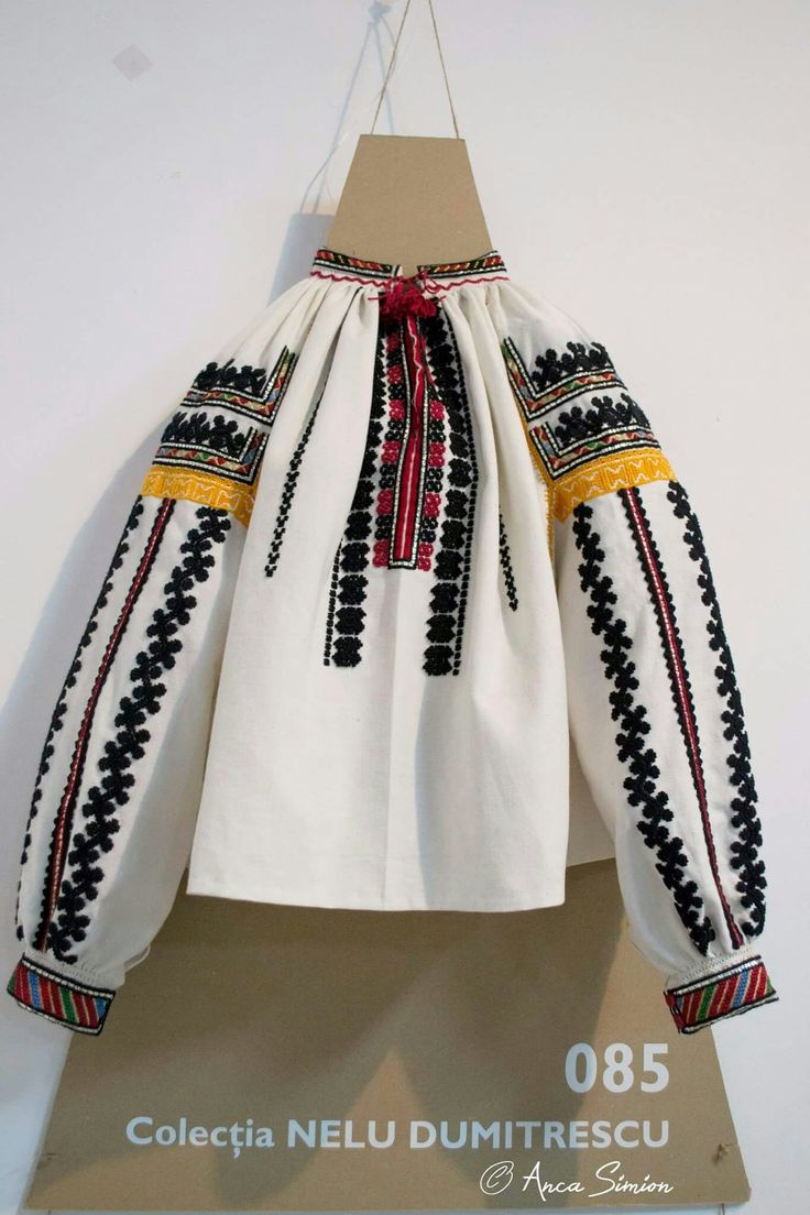 #iaaidoma Romanian blouse. New embroidery, recreation of original blouses in museums around the world or personal collections. Vrancea region
