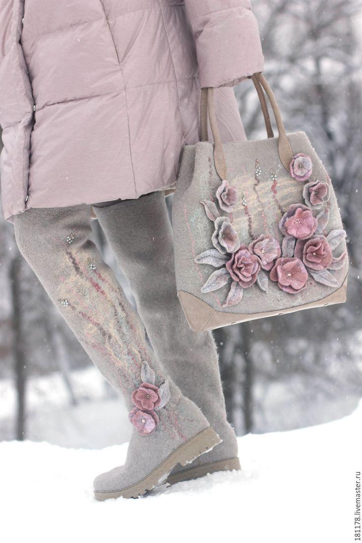 """Купить Комплект ботфорты и сумка """"Зимняя акварель"""" - серый, светло-серый, платиновый, розовый"""