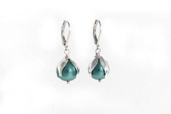 Green Glass Tecla Pearl Earring | Red Reticule Collection