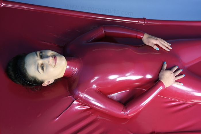 Airtight latex vacbed with sleeves from Eurocatsuits – solo use possible