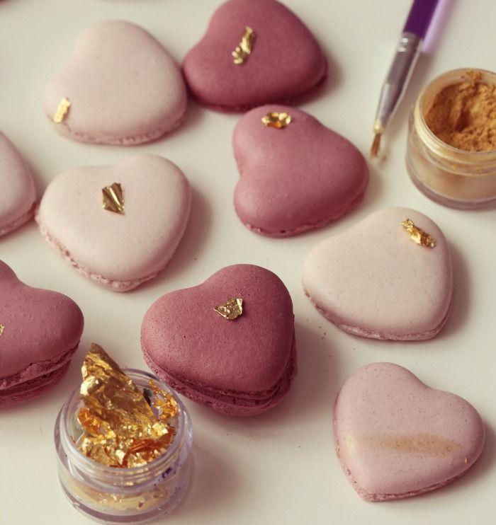 Lag søte, hjerteformede makroner til noen du er glad i.