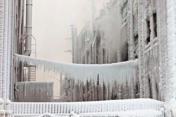Fotografie e time lapse di edifici di Chicago trasfigurati dal ghiaccio