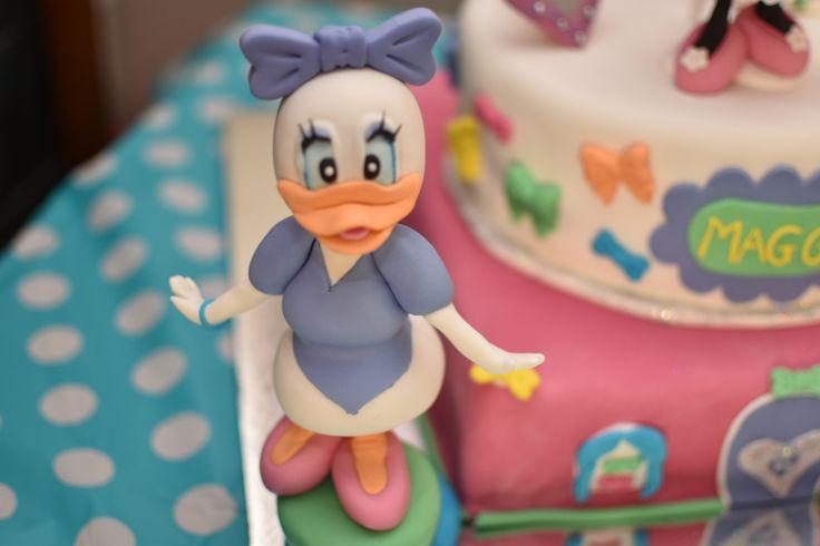 Daisy Duck fondant topper