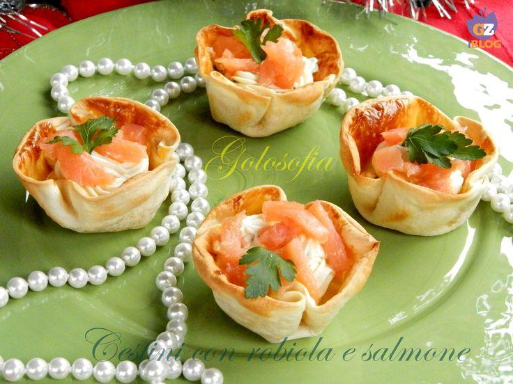 Cestini con robiola e salmone, buonissimi antipasti perfetti da servire la cena della Vigilia di Natale o a Capodanno!