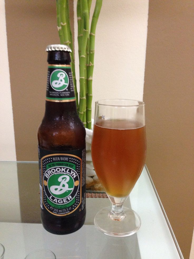 Brooklyn Lager - Estados Unidos: Cerveja âmbar com características fortes com notas florais. Esta versão da Brooklyn apresenta uma receita precessora a lei seca norte americana #brooklyn #brooklynlager #beersoftheworld #cervejasdomundo