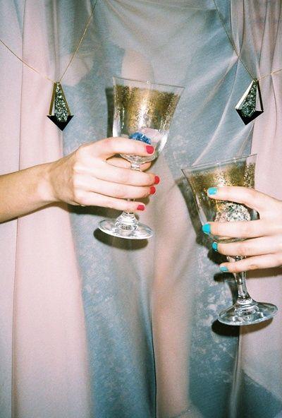 Pinterest: @ theapresgal ❄△   Drinks, drinks! Celebrate new year!