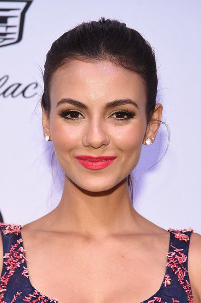 Victoria Justice Ponytail - Victoria Justice kept it simple and casual with this brushed-back ponytail at the amfAR generationCURE Solstice 2017.