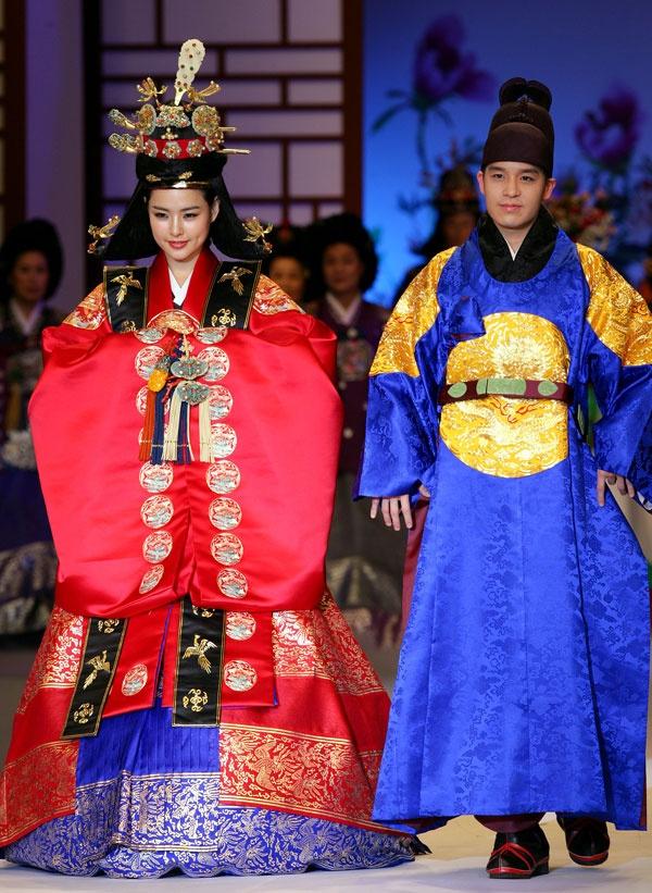 1000 Images About Korean Hanbok Dresses On Pinterest Korean Bride Korean Wedding And South Korea