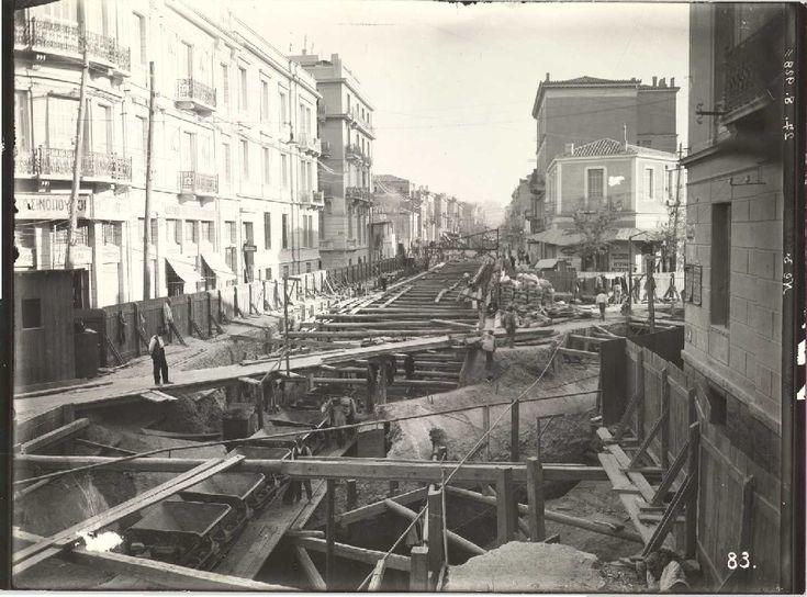 1928_ξεκινούν οι εργασίες για την επέκταση του ηλεκτρικού με την κατασκευή της σήραγγας Ομόνοια - Αττική. Τα εγκαίνια του σταθμού 'Βικτώρια' έγιναν το 1948