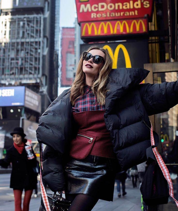 Посещение супермаркетов в США нужно включать в обязательную туристическую программу! Нашла себе белковый хлеб!!! Я не знаю, как они это сделали, теперь буду искать протеиновые круассаны и сжигающие жиры сникерсы!!! Бегу покупать новый чемодан для моих новых вкусных прелестей!!! #fashionalgeographic #nyc #photo @mayatetter