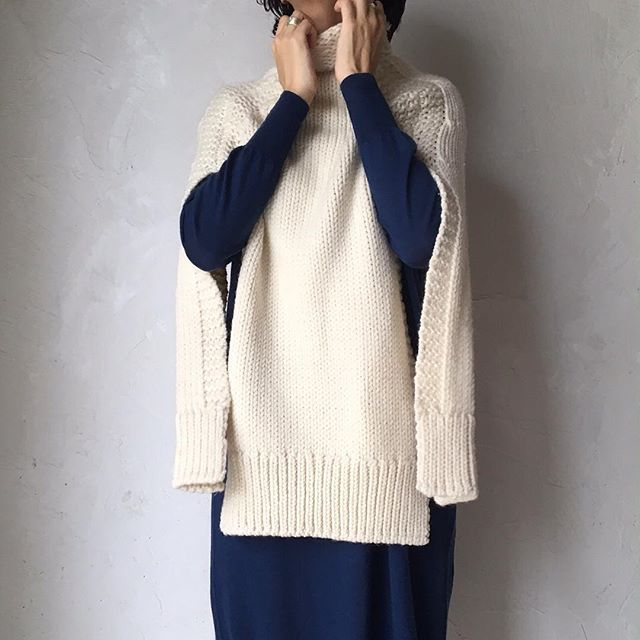 AMBIENTE Resort から  室内着の上に羽織るアイテムとして作られた、手編みのニットポンチョ。 ワンピースやシャツと合わせて、外着としても素敵です。  http://viealacampagne.com  #legrenierdecampagne #kobe #rokko #ambienteresort #knit #handknit #wool #ルグルニエドカンパーニュ#神戸 #六甲 #アンビエンテリゾート #ニット #ポンチョ #手編み  @laviealacampagne_official @ancienne_gokurakuji @latelier_de_maison_de_campagne @tf_the_factory @ambiente_resort